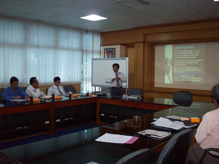 "Training ""Efesiensi dan Efektivitas Laboratorium ITS Surabaya"""